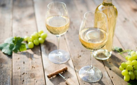 How to differentiate between White and Red wine